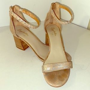 ANTHROPOLOGIE SEYCHELLES brushed gold block heels